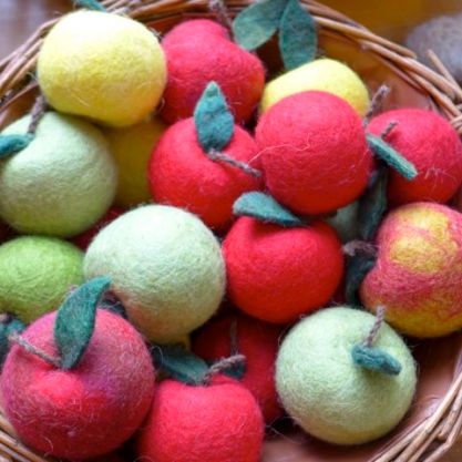 My brand new friend Inga took us to her hometown wool shop near Sellfoss where they had this beautiful bowl of fruit.